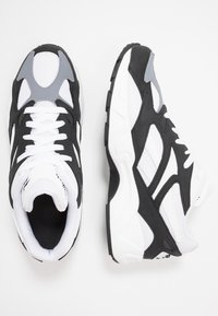 Reebok Classic - AZTREK 96 SUEDE AND TEXTILE UPPER SHOES - Tenisky - black/white/cold grey - 1