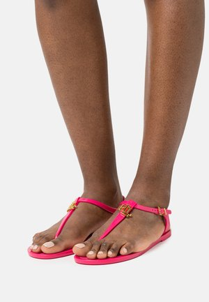ASHTYN - T-bar sandals - bright pink