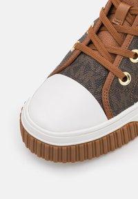 MICHAEL Michael Kors - GERTIE HIGH TOP - High-top trainers - brown - 6