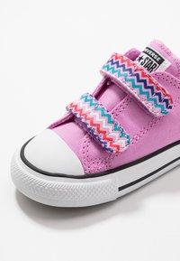 Converse - CHUCK TAYLOR ALL STAR - Tenisky - peony pink/black/white - 2