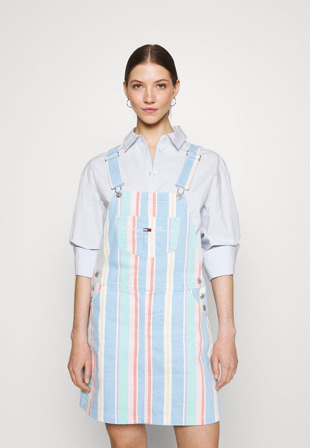 STRIPE DUNGAREE DRESS - Spijkerjurk - light powdery blue