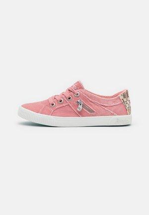 VEGAN FRUIT - Trainers - dusty pink