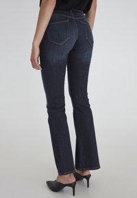 ICHI - IHERIN HASSE TREND - Bootcut jeans - medium blue - 3