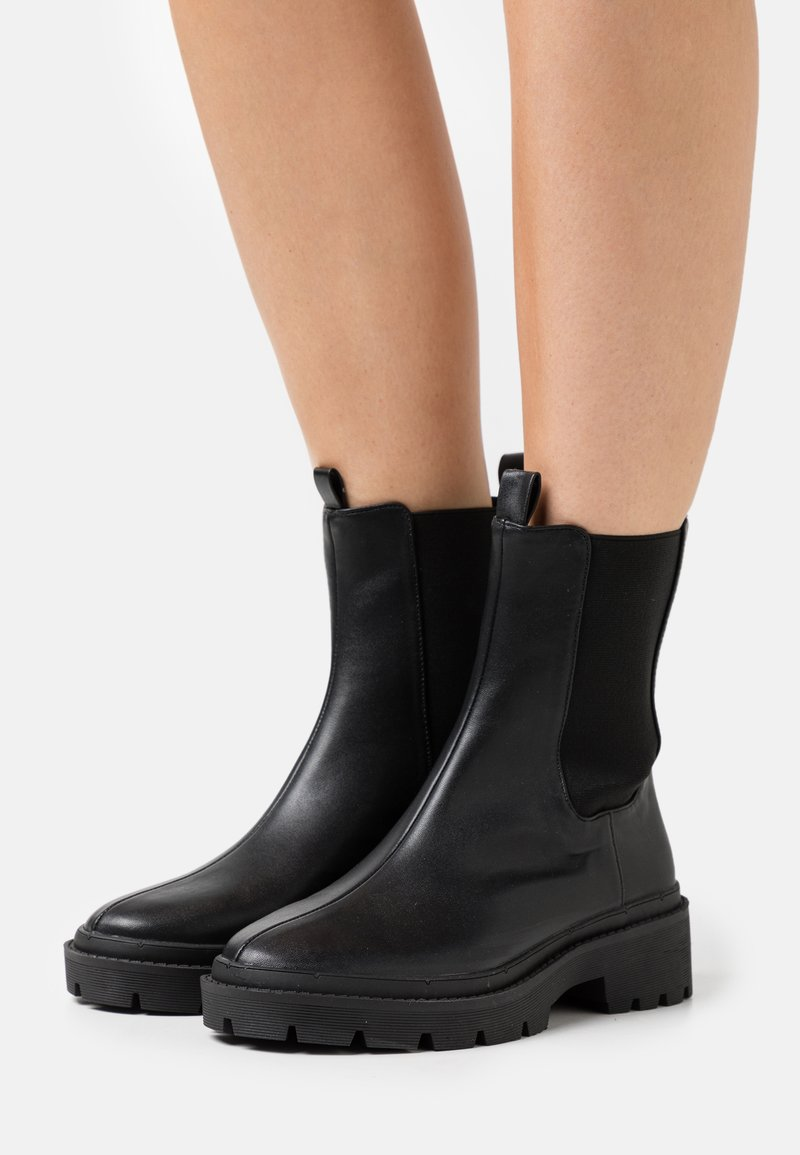 Nly by Nelly - HIGH CHELSEA BOOT - Kotníkové boty na platformě - black