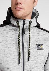 Superdry - GYMTECH COLOURBLOCK ZIPHOOD - Zip-up hoodie - light grey marl/black - 6