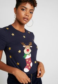 ONLY - ONLCHRISTMAS BLING BOX - T-shirts print - night sky - 3