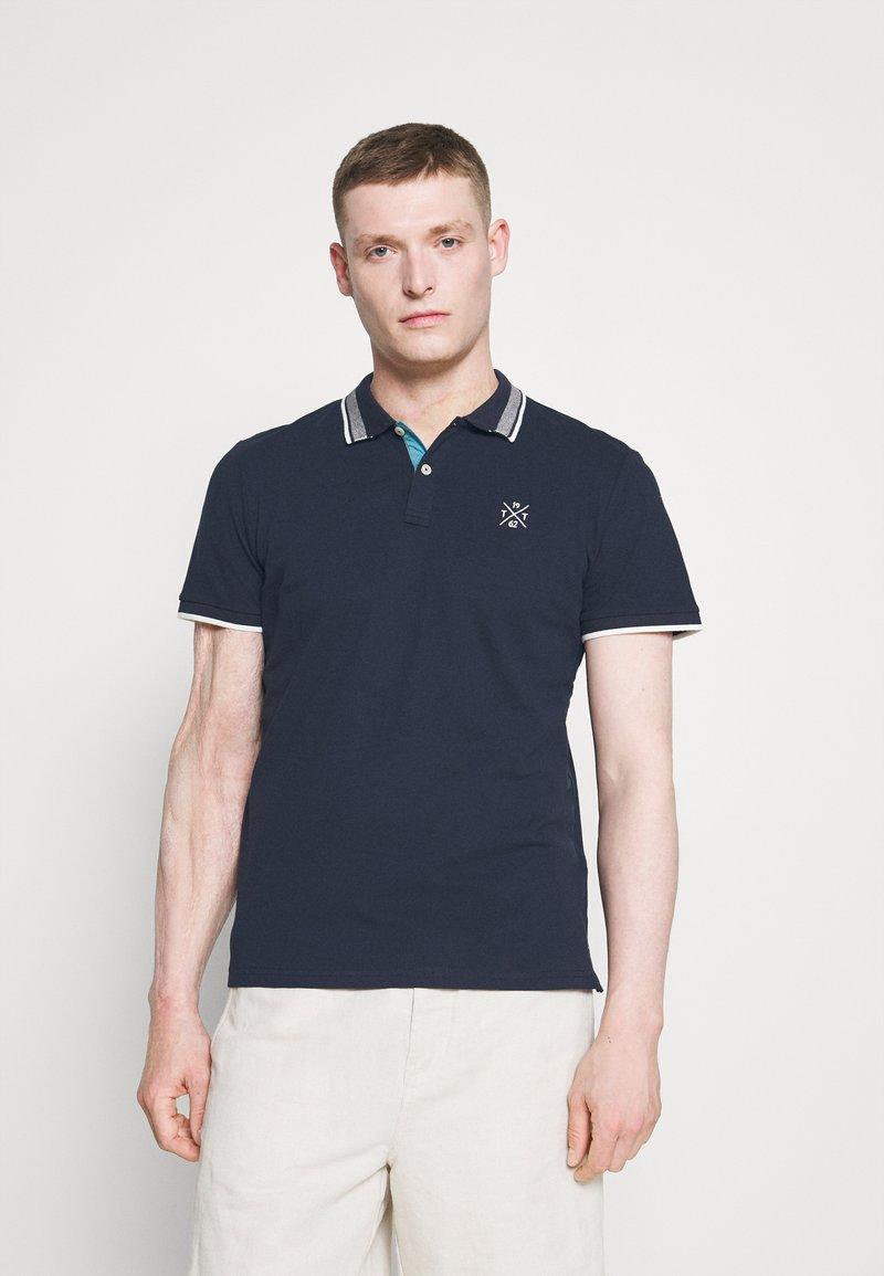 TOM TAILOR - UNDERCOLLAR WORDING - Polo shirt - sky captain blue