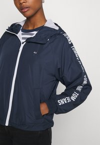 Tommy Jeans - TAPE SLEEVE  - Summer jacket - twilight navy - 4