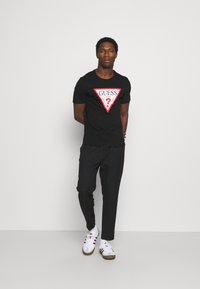 Guess - ORIGINAL LOGO - T-shirt con stampa - jet black - 1