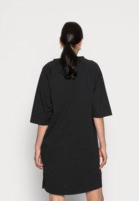 Marc O'Polo - DRESS BOAT NECK RAGLAN POCKETS AT SIDESEAM - Jersey dress - black - 2