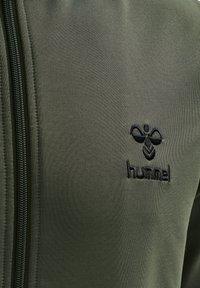 Hummel - NATHAN  - Zip-up sweatshirt - beetle - 4
