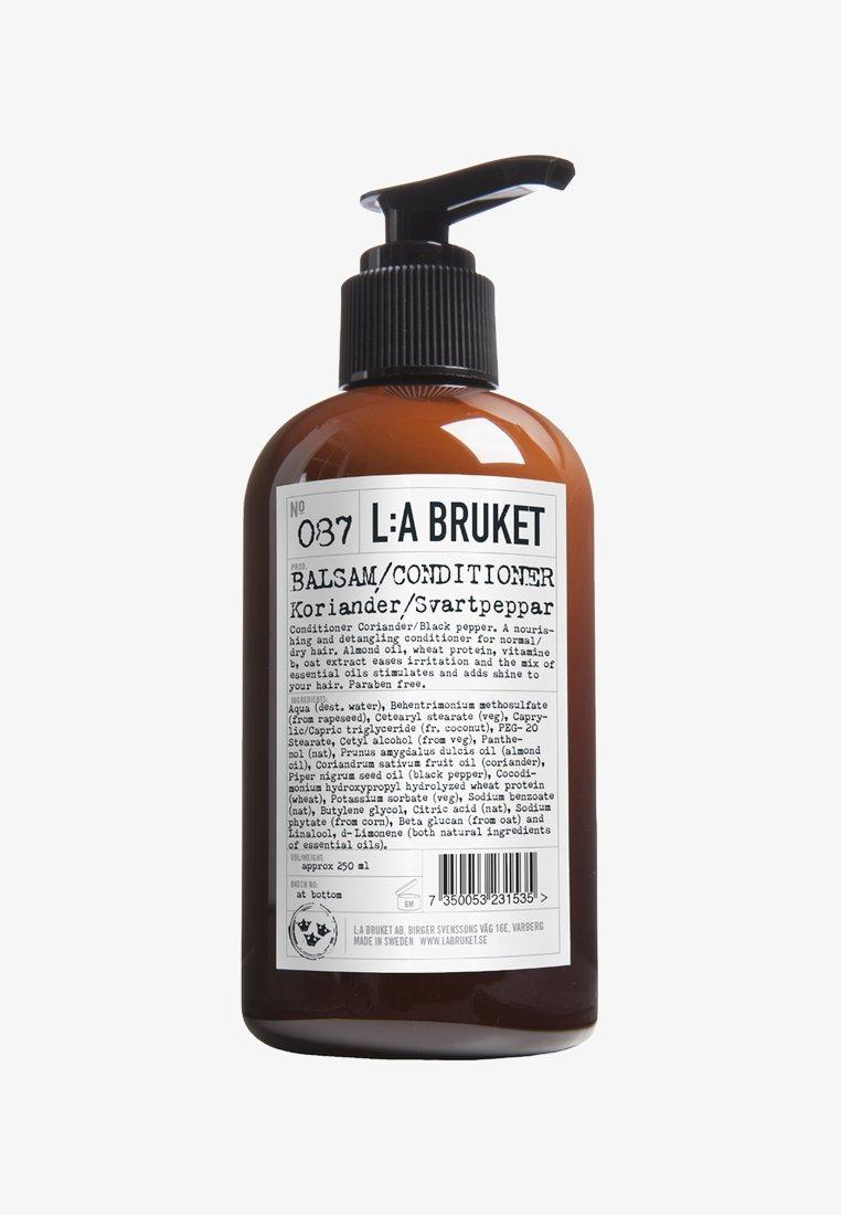 L:A Bruket - CONDITIONER - Conditioner - no.87 coriander/black pepper