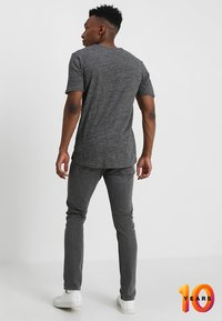 Calvin Klein Jeans - 016 SKINNY - Skinny džíny - copenhagen grey - 2