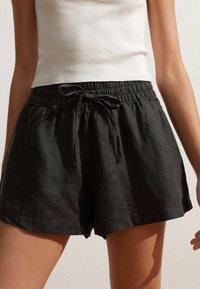 OYSHO - Shorts - black - 0