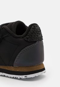 Woden - Trainers - black - 5