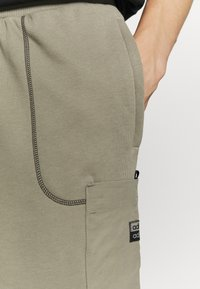 adidas Originals - Shorts - clay - 4