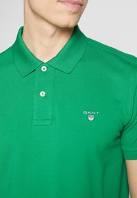 GANT - THE ORIGINAL RUGGER - Piké - kelly green - 4
