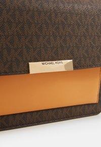 MICHAEL Michael Kors - GUSSET - Across body bag - cider - 4