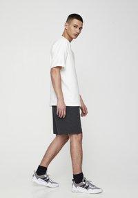 PULL&BEAR - Shorts - dark grey - 4