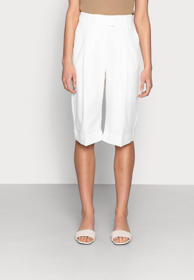PRINCE PANTS - Short - off white