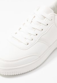 Rubi Shoes by Cotton On - ALICE - Tenisky - white - 2