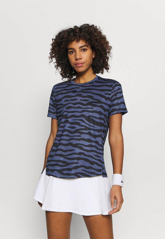 CATO TEE - T-shirts print - crown blue