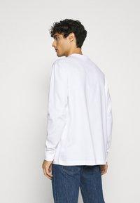 Lacoste - T-shirt à manches longues - blanc - 2
