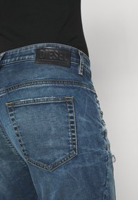 Diesel - D-FAYZA-NE - Relaxed fit jeans - medium blue - 3