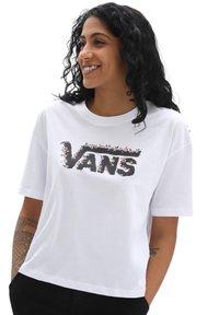 Vans - WM ROSE GARDEN BOXY - Print T-shirt - white - 0