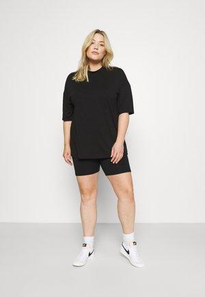 TEE AND CYCLING SET - Shorts - black