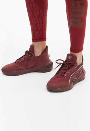 Sports shoes - red dahlia-metallic silver
