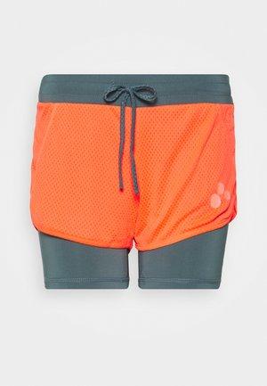 ONPSUL LOOSE TRAINING  - Shorts - fiery coral/goblin blue