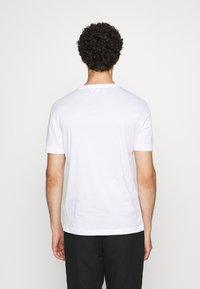 EA7 Emporio Armani - T-shirts print - white - 2