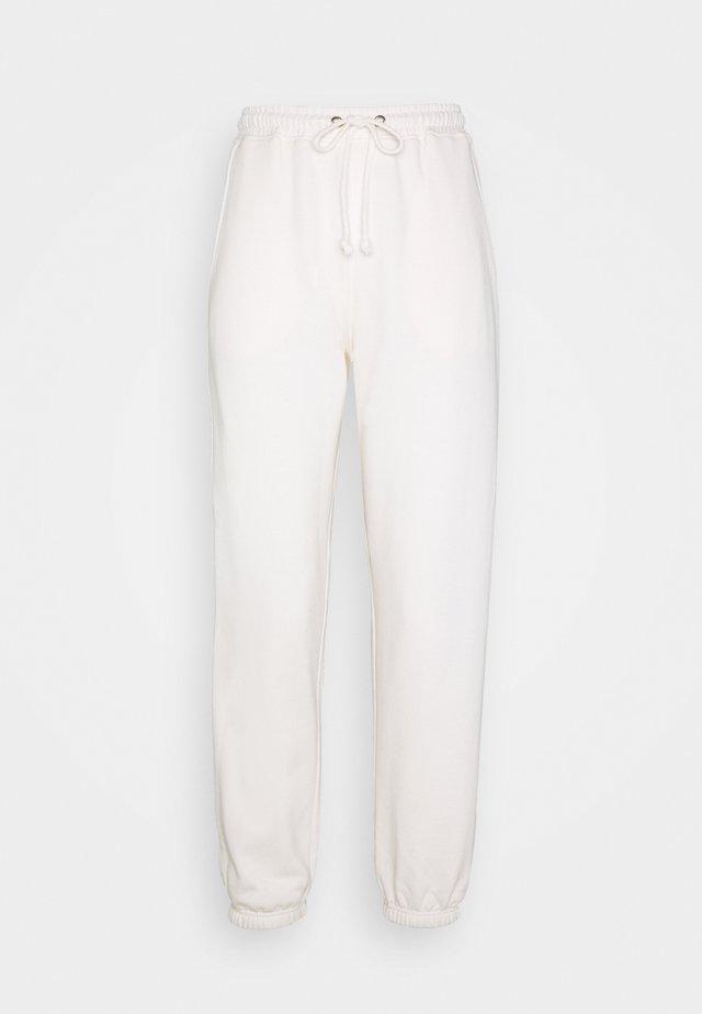 PETITE 90S JOGGERS - Teplákové kalhoty - white