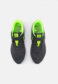 Nike Performance - STAR RUNNER 2 UNISEX - Zapatillas de running neutras - anthracite/electric green/white - 3