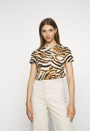 VMKOURTNEY BOX - Camiseta estampada - meerkat/kourtney