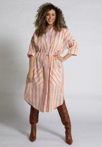 Ulla Popken - Shirt dress - mattes kupferorange - 0