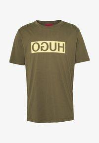 DICAGOLINO - Print T-shirt - dark beige