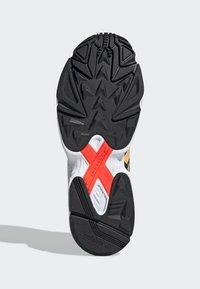 adidas Originals - YUNG-96 CHASM SHOES - Trainers - black - 4