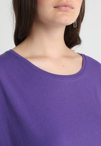 Urban Classics Curvy - LADIES EXTENDED SHOULDER TEE - Basic T-shirt - ultraviolet - 3