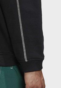 adidas Originals - CREW SWEATSHIRT - Sweatshirt - black - 7