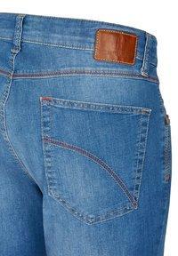 Club of Comfort - MIT HIGH-STRETCH - Slim fit jeans - hellblau 146 - 4