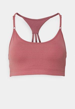 STRAPPY SPORTS BRA - Medium support sports bra - calming red