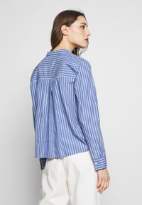 Marc O'Polo DENIM - BLOUSE HALF BUTTON PLACKET LONGSLEEVE - Button-down blouse - blue - 2