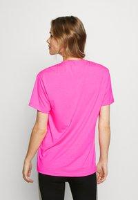 Pink Soda - HERON BOYFRIEND - Basic T-shirt - knockout pink - 2