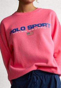 Polo Ralph Lauren - SEASONAL - Collegepaita - blaze knockout pink - 4