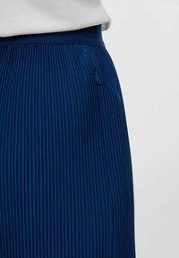 J.LINDEBERG - Pleated skirt - midnight blue - 4