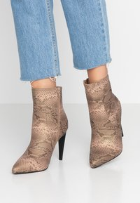 Glamorous Wide Fit - High heeled ankle boots - grey - 0