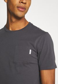 Scotch & Soda - POCKET TEE - Basic T-shirt - anthra - 4