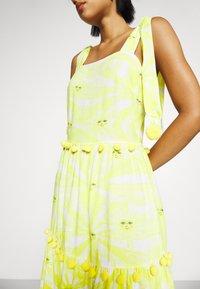 Never Fully Dressed - TIRED POM POM MIDI DRESS - Denní šaty - yellow - 3